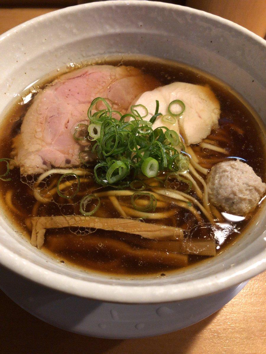 粋や @ 西千葉 移転1周年記念イベントで、つけ麺目黒屋さんの麺とコラボ。名古屋コーチン100%の淡麗鶏そば。名古屋コーチン独自の油と甘みのあるスープは流石に印象に残る美味しいラーメンでした。移転1周年おめでとうございます。