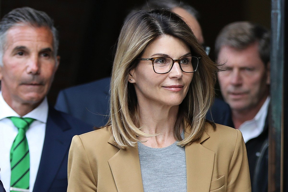 RT @nypost: Lori Loughlin has been  'obsessing over' legal docs in college admissions case https://t.co/tfvgu9QXyD https://t.co/btW3tb4KQz