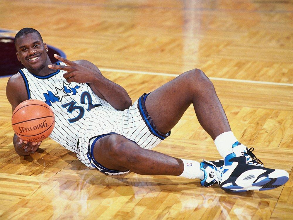 TOP 20 - JOGADORES QUE VI NA NBA  17 - SHAQUILLE O'NEAL (Orlando Magic)  18 - KYRIE IRVING (Boston Celtics)  19 - JOHN STOCKTON (Utah Jazz)  20 - KEVIN GARNETT (Minnesota Timberwolves)  #Basquete #BestPlayersNba #DomingoDetremuraSDV https://t.co/HN0p2kuusW