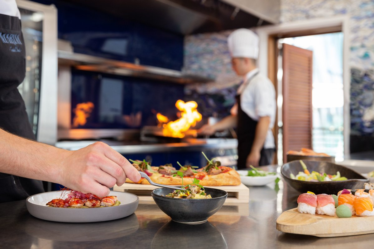 Watch your delicious meal being prepared in the open kitchen of #MarinaRestaurant! https://t.co/Sq3Ls04lz4 https://t.co/Z8lWqLb1Un