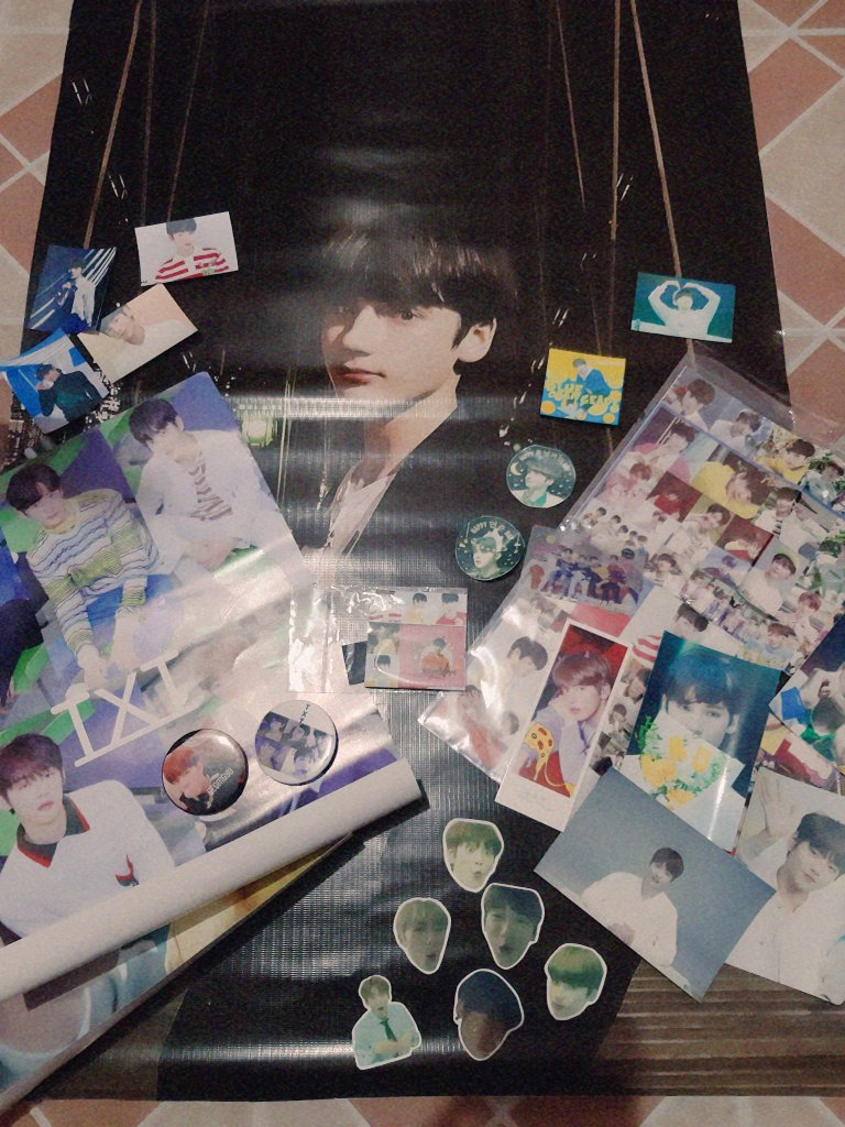 got all these freebies from polaris!! thank you so much for these!! i really enjoyed the cupsleeve ((: filo moas see you on polaris 2.0!! ♡  #TXTIsOurPolaris @TXT_members @TXT_bighit<br>http://pic.twitter.com/p93PAJP9i9