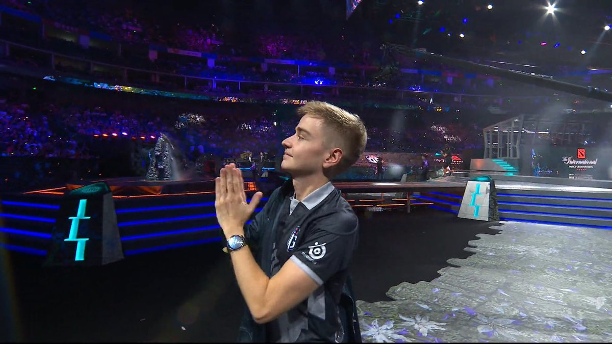 REMINDER THAT NOTAIL SAID TO KURO LETS MEET IN THE FINALS WHILE THEY WERE OUT ON A BALCONY TOGETHER BEFORE #TI9  MAINSTAGE  This shit is so fucking cool I'll be overjoyed no matter who wins <br>http://pic.twitter.com/wyiDdV1sbS
