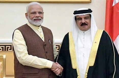 ومنح عاهل #البحرين، حمد بن عيسى، رئيس وزراء #الهند، ناريندار مودي، وساماً رفيعاً خلال استقباله في البلاد، السبت. يتسابقون إلى رضاه. والآن من سيقلّده الوسام الثالث؟