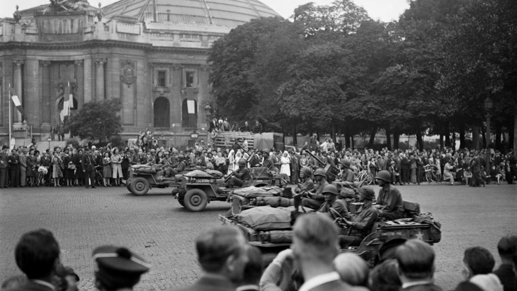 75 years ago, Paris celebrates its liberation from Nazis  https:// f24.my/5Ohw.t    <br>http://pic.twitter.com/m4nmKzBl9X