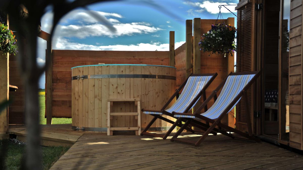 Super cute eco-friendly tiny wooden home 2nts from £62.50pp - incl. hot tub (Sleeps 5) http://dlvr.it/RBrSsH   #Motogp #F1 #Formula1 #quote #flying #Classics #Hamilton #GrandPrix