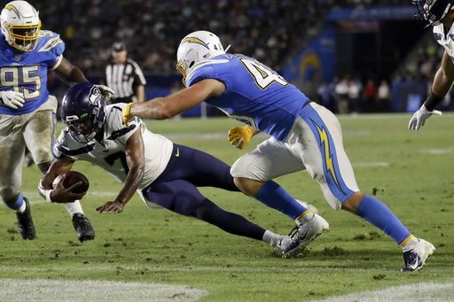Wilson leads 2 TD drives as Seahawks defeat Chargers 23-15 https://t.co/xY4NgUeclg https://t.co/0pKYu1GqIc