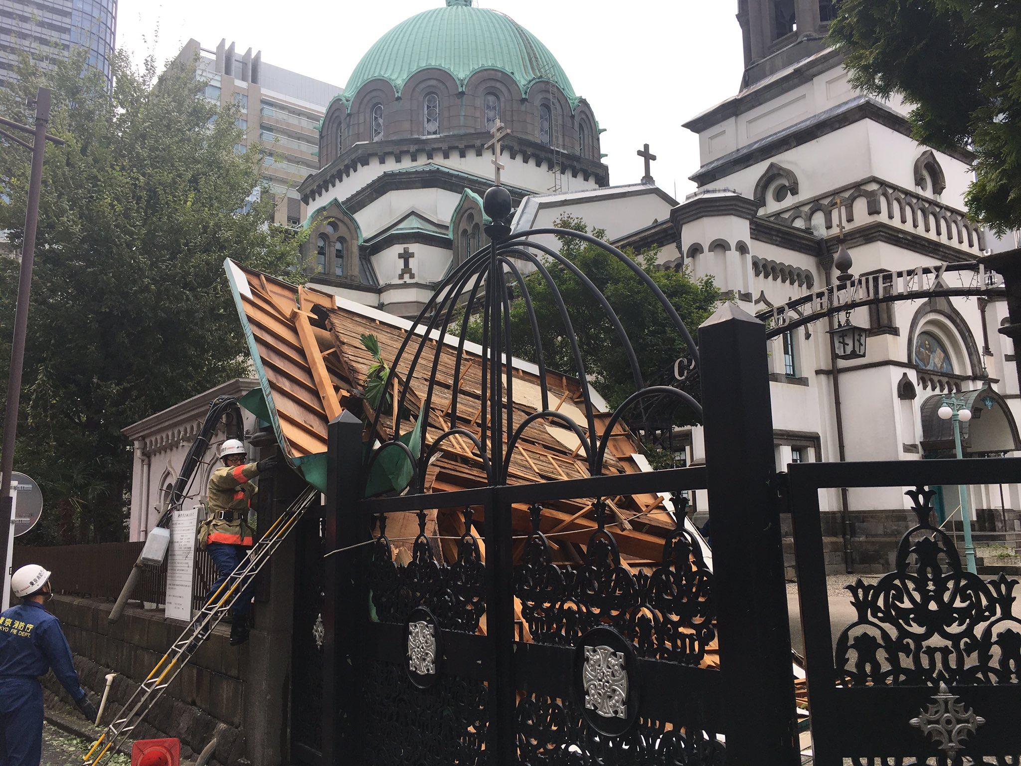 画像,ニコライ堂の附属建物の屋根被害。 https://t.co/Y4OkHW1EkX。