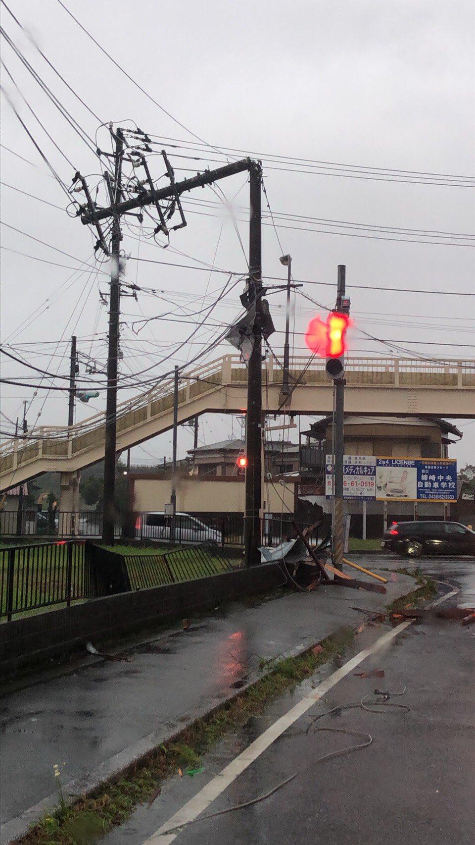 画像,千葉の県道24号 電柱折れてるとテンション高い電話がまたきたw#台風15号 https://t.co/7wGY5j2NR0…
