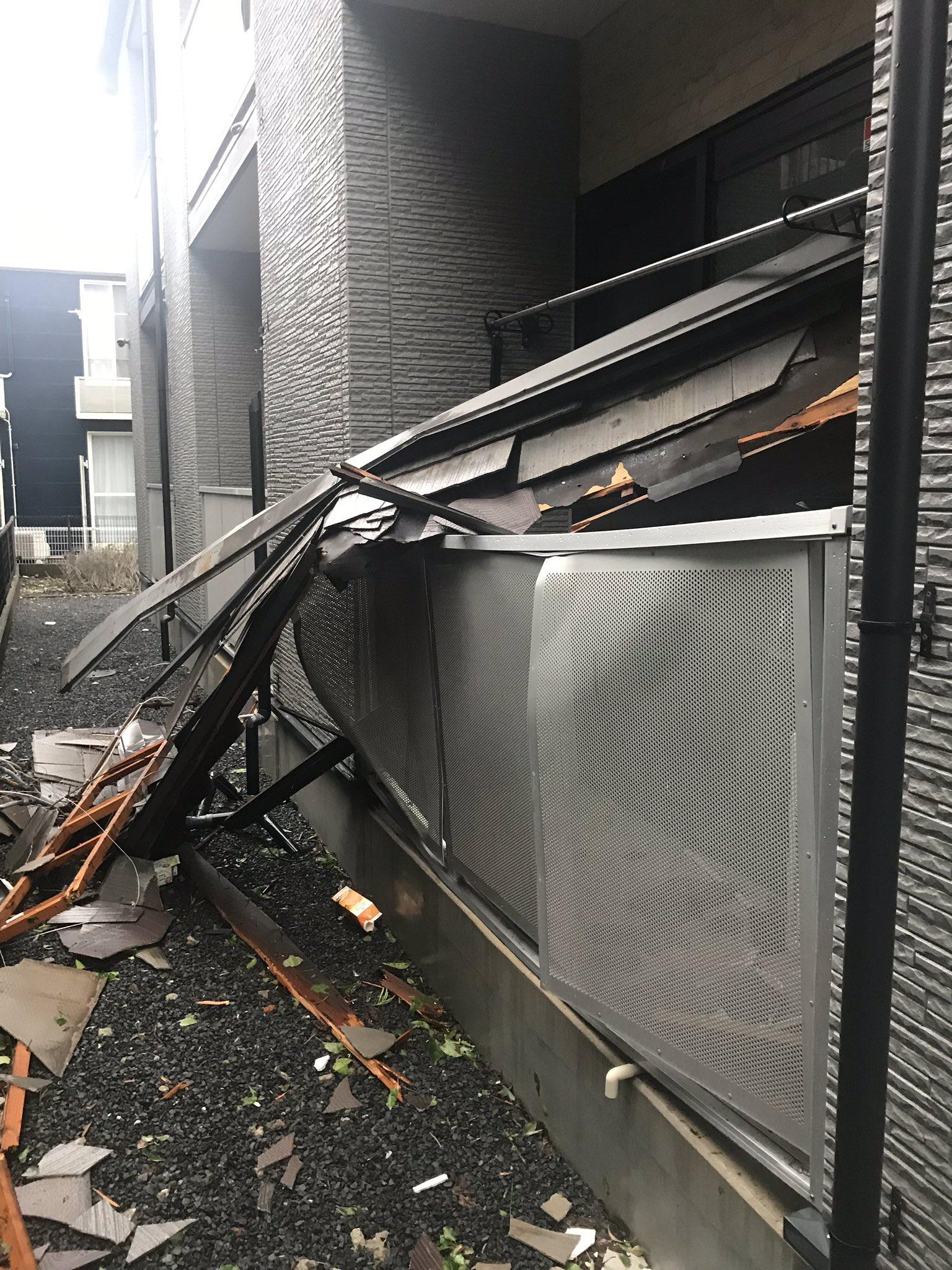 画像,千葉に来て初の台風風が強くて寝れなかった。とりま台風が収まるまで待機です。どっかの家の屋根飛んできてた😅😅 https://t.co/MsqEjIJFpm…