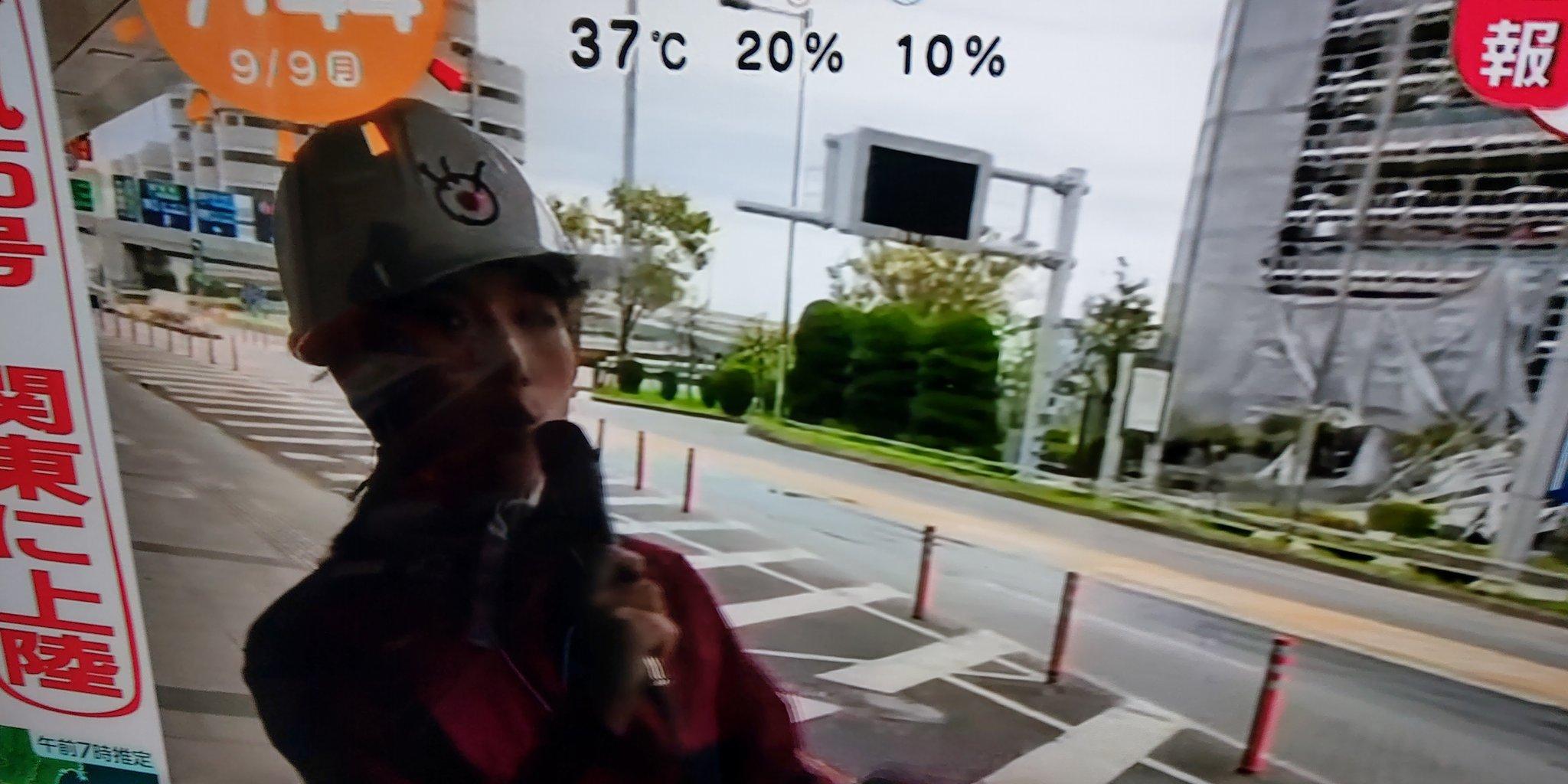 画像,フジテレビ台風の被害情報を流してくれるのありがたいんだけど、羽田空港のお姉さんもういいんじゃないか。足場がベロベロな様子をみて台風の被害の大きさはよーくわかった…