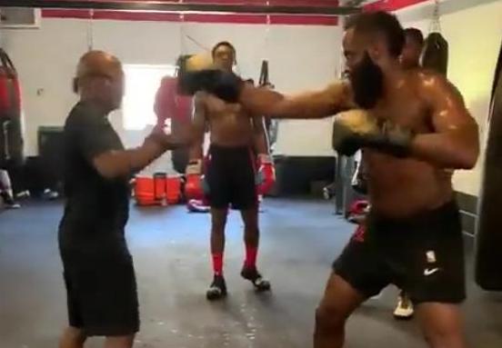 【影片】拳擊手哈登正式亮相!身上肥肉卻抖動很明顯,還有誰敢侵犯他?