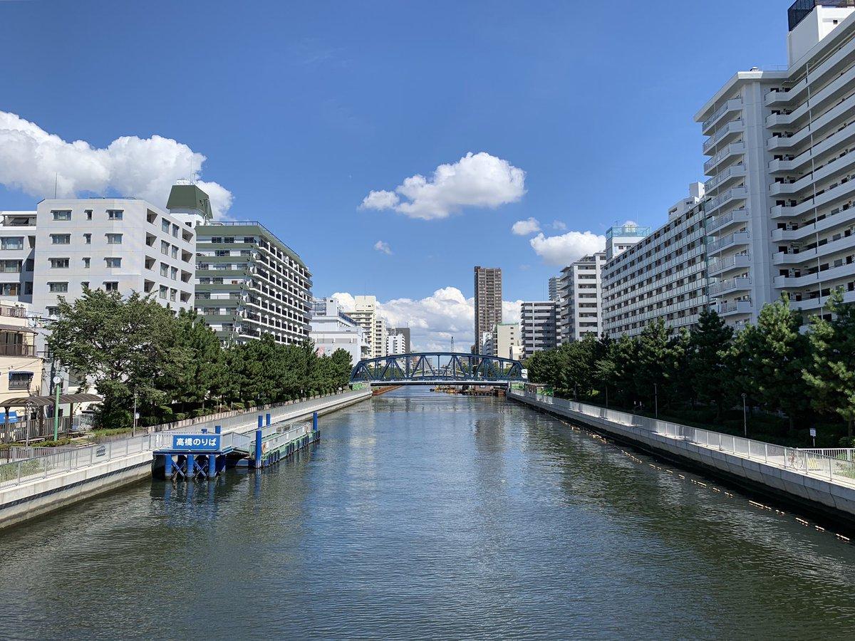 こんにちは  本日の昼下がり 高橋から東側を  暑い 暑い 暑い ・・・  こんな暑い日は 昼間から美味しいビールを ぐびっぐびっと いかがでしょうかぁ  #東京ブルース #ゴールデンエール  東京で造られた クラフトビール 東京ブルース クリーミーな泡でお出ししております  #森下 #清澄白河 #昼飲みpic.twitter.com/PgjrfRuOYG