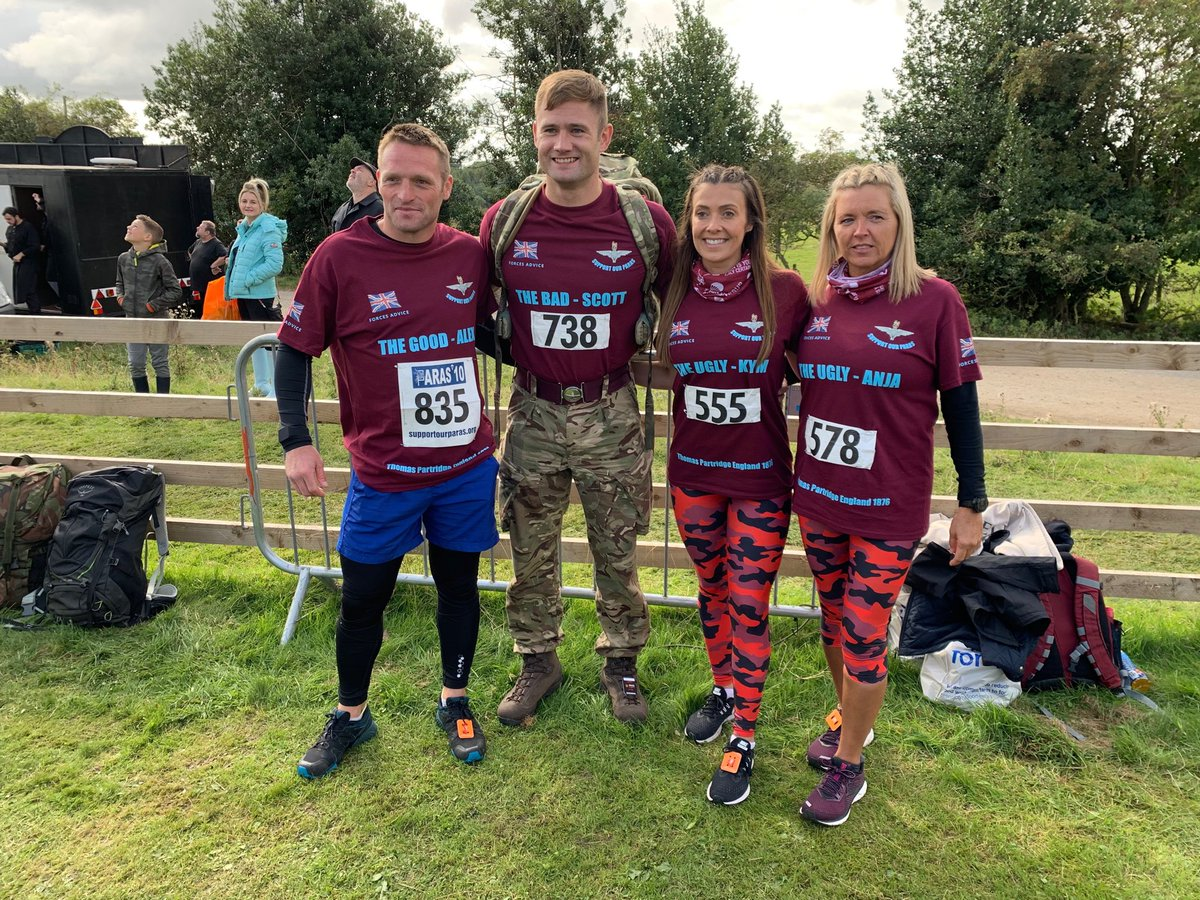 These four have just set off on the #paras10 cheered on by these amazing ⁦@TheParachuteReg⁩ vets. Please give if you can for ⁦@supportourparas⁩ ⁦@msm4rsh⁩ ⁦@antonycotton⁩ justgiving.com/Anja-McAnespie