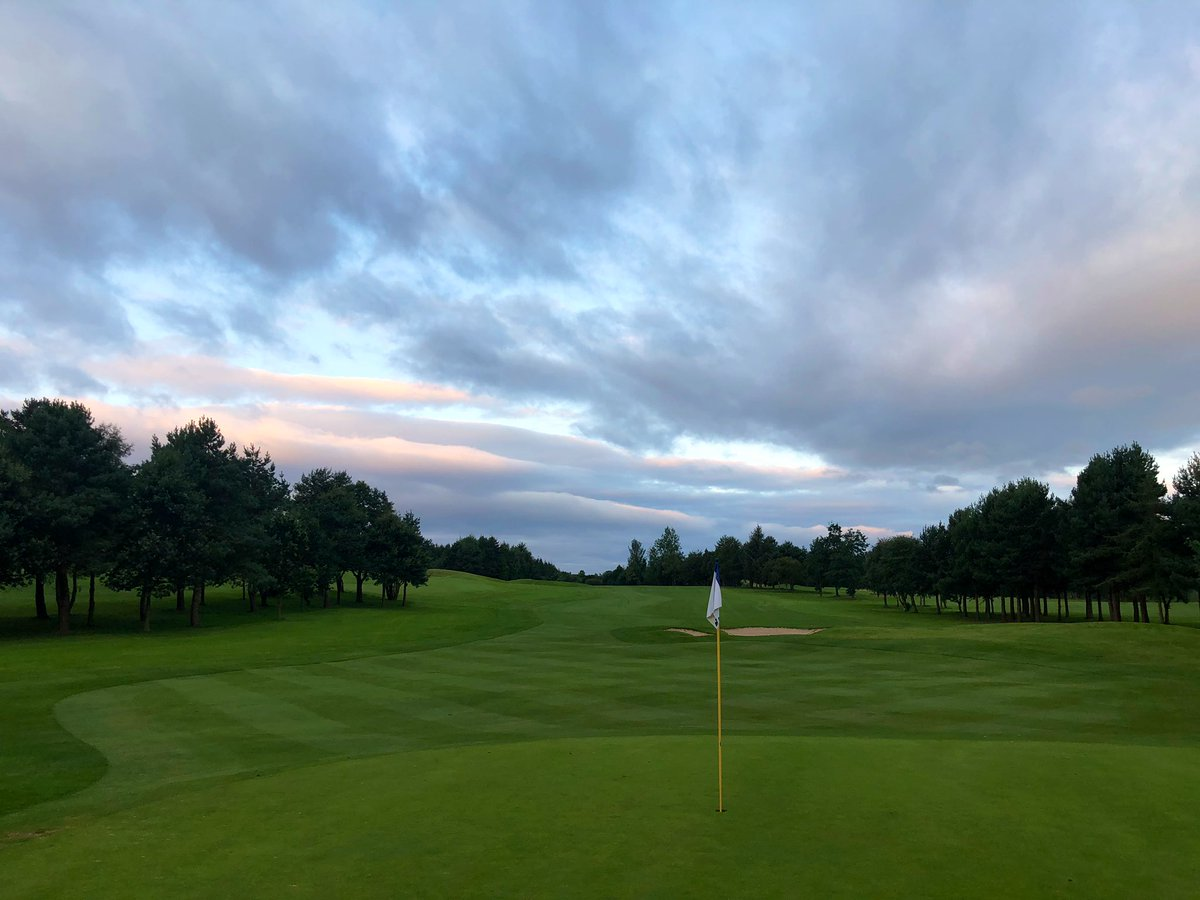 A very autumnal feel this morning @MoorAllertonGC. Course in great shape across all surfaces. Fantastic work as ever by the crew over the last few months. Have a great weekend ⛳️