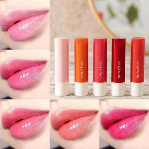 🔥#พร้อมส่ง🔥  💕Innisfree glow tibt lip blam ❄️  ลิปบาล์มเนื้อเบาๆ แต่ให้ความชุ่มชื่นดีมากๆ ลิปมันมีสีที่เป็นdupe ของdior lip glow ทาแทนลิปไปเลยก็ได้ สีค่อนข้างเข้มติดทน   มี5สี เบอร์1-5 💗แนะนำ เบอร์ 1และ 3💗  🌈แท่งละ 250.- 📮ส่ง30/50 #innisfree #lipinnisfree #ลิป #คสอเกาหลี