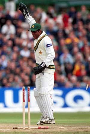 Pakistan wicket keeping maestro Rashid Latif bhai is now available on Twitter at @iRashidLatif68.