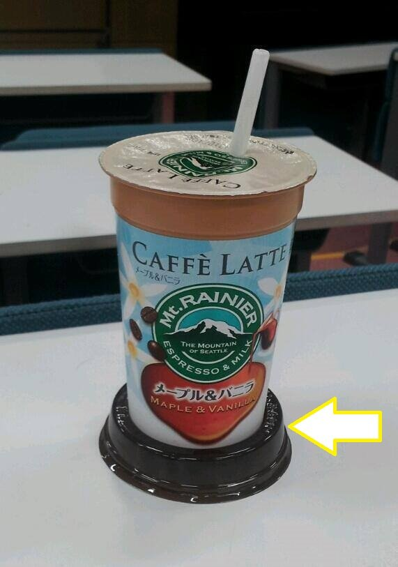 知ってましたか❓ こういう系の 飲み物のフタって こうやって使うために あるんだそうですよ😯 水滴💧が落ちて机とか紙とか 濡らさないようにするために🙈💞 ちょっと感動(*´ᴗ`*)♪✨