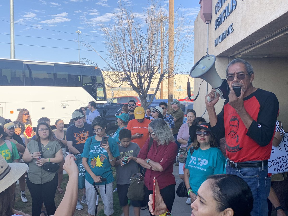 """""""Our history, our soil, our Mexican legacy is here."""" Communities from across Texas have joined together this morning in our first round of actions in El Paso, Texas.  Will you join us later today at #ElPasoFirme? <br>http://pic.twitter.com/vo6ZBEiCZK"""