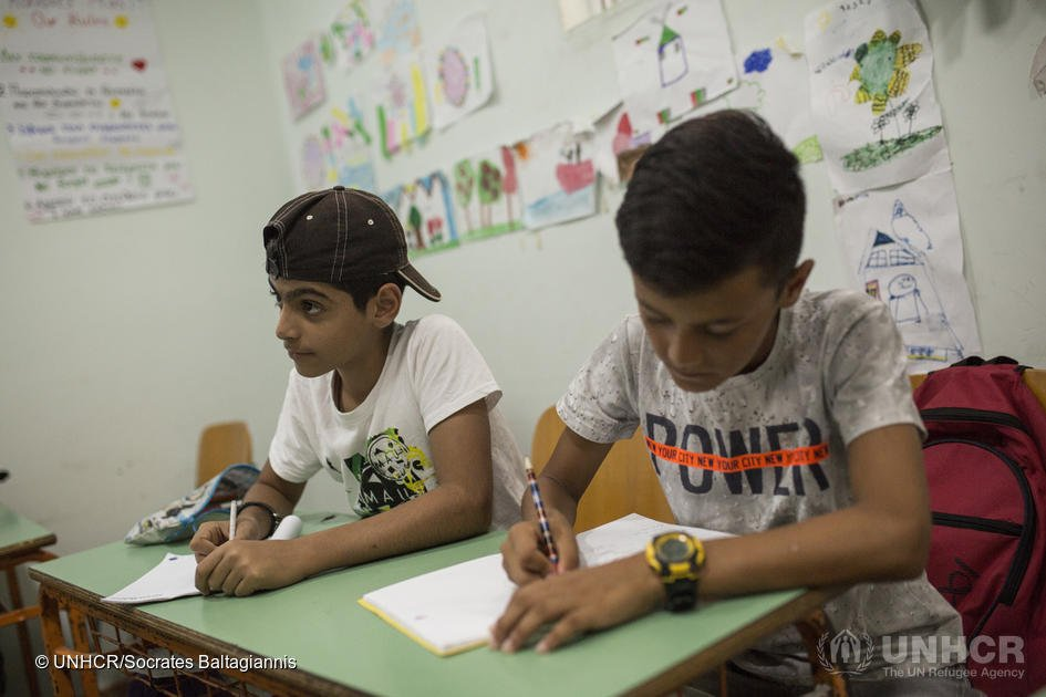 Making school timetables flexible  Special help to catch up on missed schoolwork or to learn new languages   Training more teachers  This is what some countries are doing to provide a better education for refugees  https:// trib.al/d5XEjyz       #InternationalLiteracyDay <br>http://pic.twitter.com/CGgND4EmEq