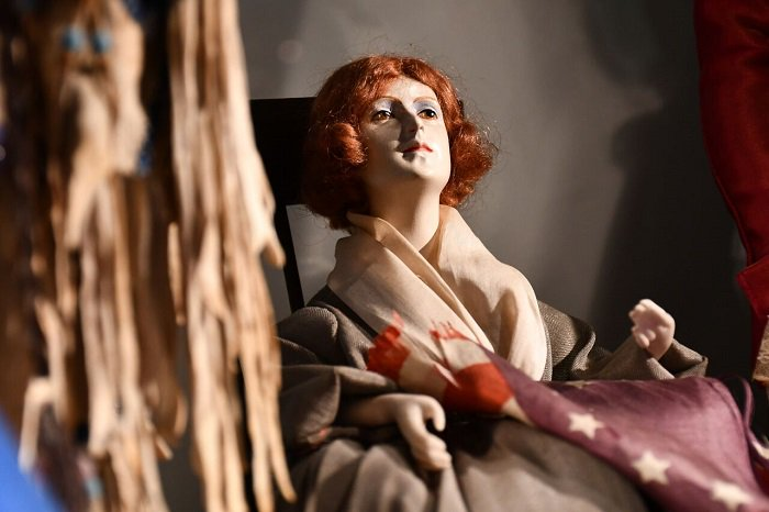 We found a familiar face at @Historic_SM! This doll is just one of the immortalizations of Betsy Ross's image, all despite the fact that no pictures or portraits of Betsy exist! <br>http://pic.twitter.com/O9mqWlckd1