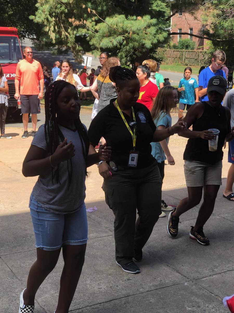 Dorothy Hamm's SRO Hegerty <a target='_blank' href='http://twitter.com/ArlingtonVaPD'>@ArlingtonVaPD</a> dancing with students at DHMS Block Party <a target='_blank' href='https://t.co/RSWZz2QNNR'>https://t.co/RSWZz2QNNR</a>