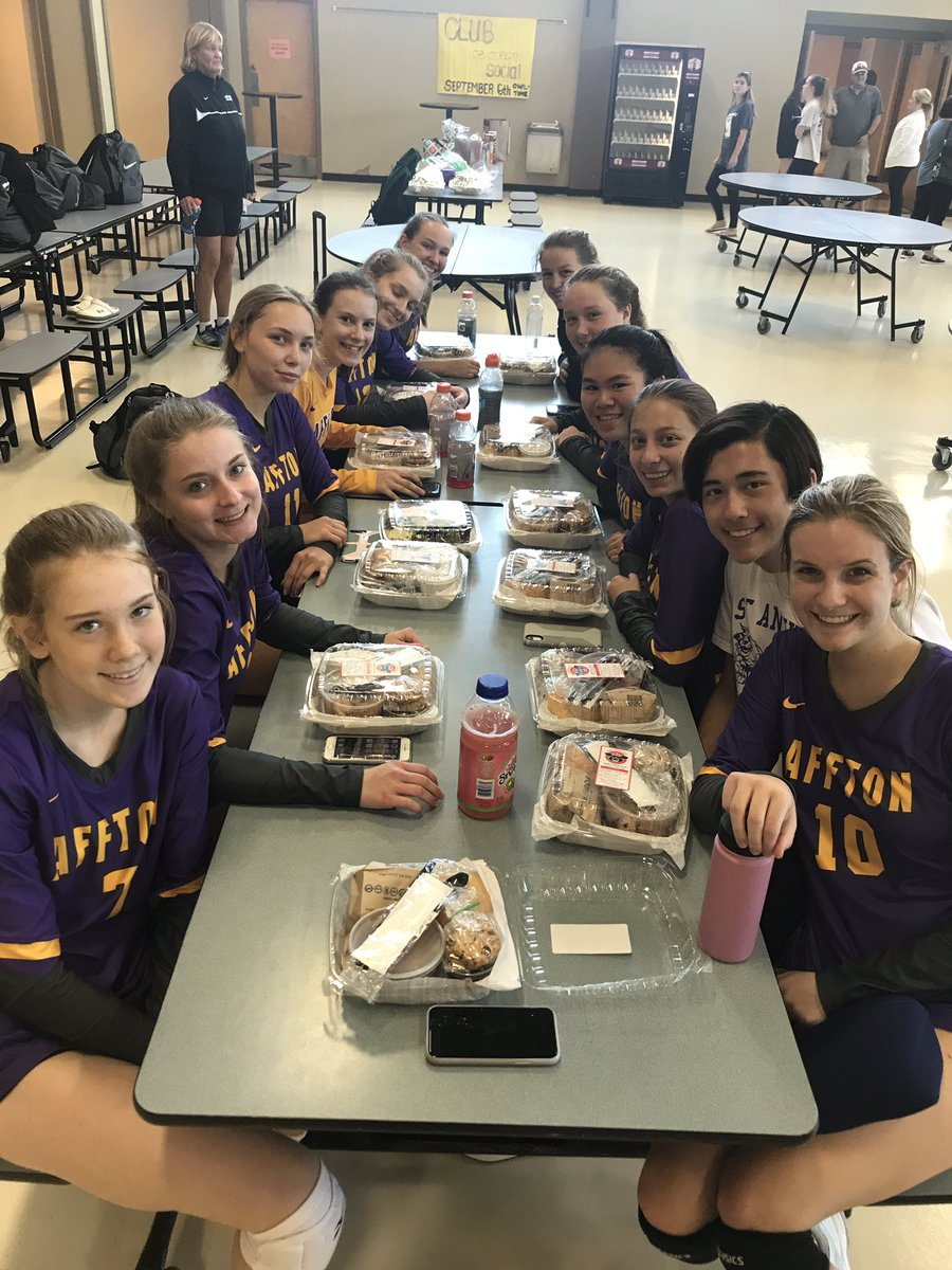 Box lunches for the Affton Volleyball team! Great game girls!! @AFFTONATHLETICS @AfftonSchools