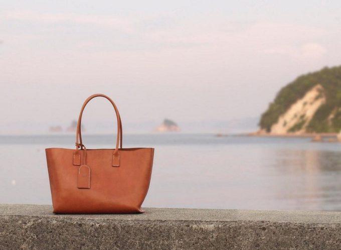 長く愛用したくなる。牛革の風合いを活かしながら手縫いで作られる「くも舎」の美しいバッグ