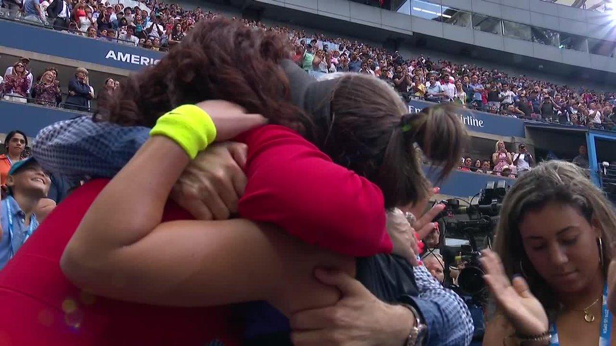 Family Hug 🤗 @Bandreescu_ | #USOpen