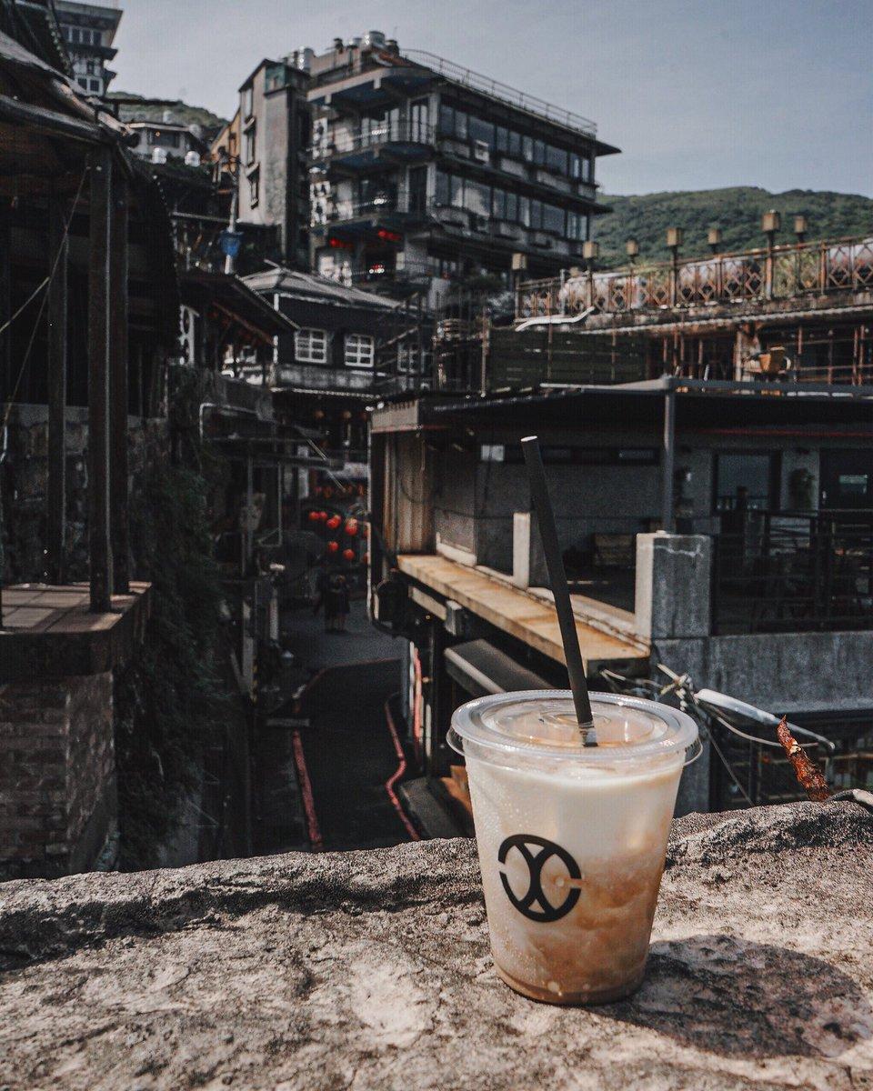 Beautiful view in Jiufen ~ 綺麗な九份だ — #CHLIV #chlivjiufen #chlivcoffee #taiwan #Discovertheworldofchliv #slayerespresso #global #luxurycoffee #luxury #Jiufen #台灣#九份 #지우펀 #지우펀카페 #라떼 #ラテアート#コーヒーpic.twitter.com/2z4OnfMldA