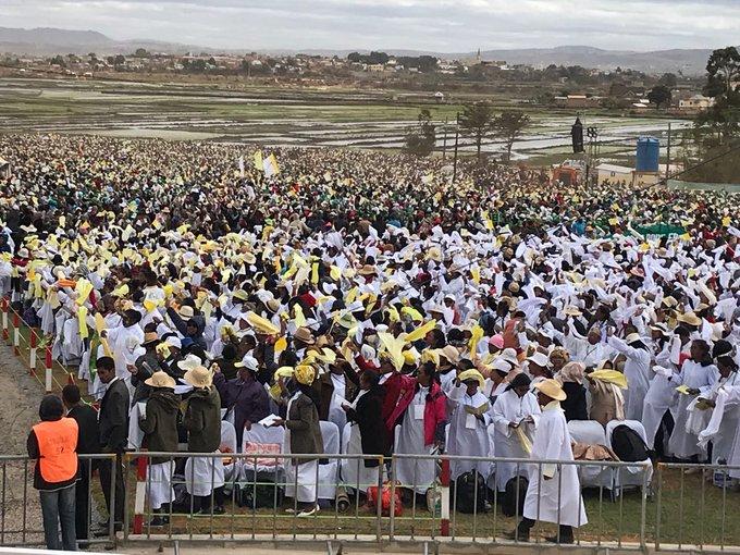 Miles de personas esperaban al papa