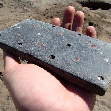 Des archéologues découvrent un ancien squelette enterré avec un «iPhone vieux de 2 100 ans»