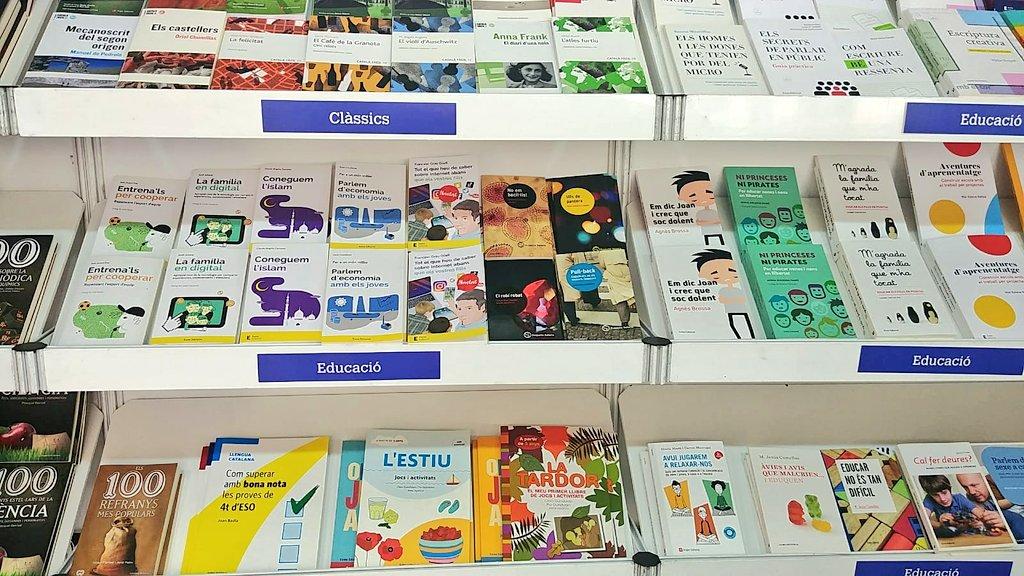 Pares i mares de #Barcelona, si aneu a la #Setmana19 del Llibre en Català, recordeu emportar-vos un exemplar de 📖 #TotElQueHeuDeSaber sobre Internet abans que els vostres fills. De grans ho agraïran! 😉  El trobareu als mòduls 57-58 d'@Eumo_Editorial 😊