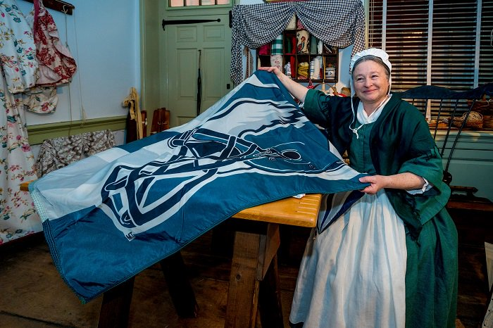 Betsy's celebrating the first #FootballSunday of the year by raising a different flag than usual   #FlyEaglesFly  #BeattheRedskins<br>http://pic.twitter.com/utRu9Y3DyU