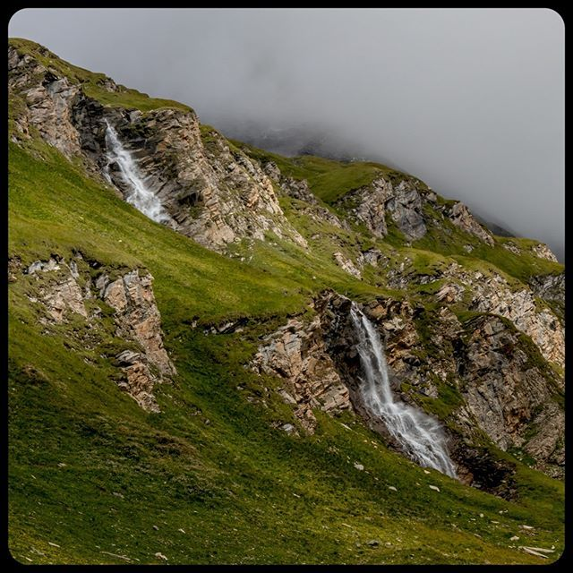 Waterfall at Naßfeld Speicher at Großgrlocker Hochalpenstraße (Austria)..... .  #landschappen #bergwelten #cascade #landscapecaptures #landscape #hetoostenrijkgevoel  #waterfalllove #waterfalllovers #waterfallhike #rock #austriadeluxe #landscapeporn #wat…