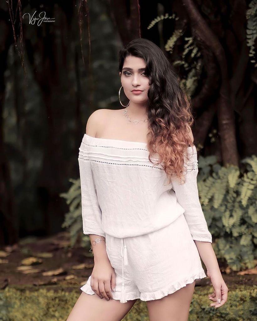 Posted @withrepost • @vjphotoworks  #portraits #shotonfujifilm #fujifilmxindia #mumbaimodels #fashionportraits #india #glamour #igersindia #igersmumbai #desiportraits #portraitsindia #mirrorless #portraits_ig #fujifilmxt2 #xt2 #outdoorshoot #vijujose…