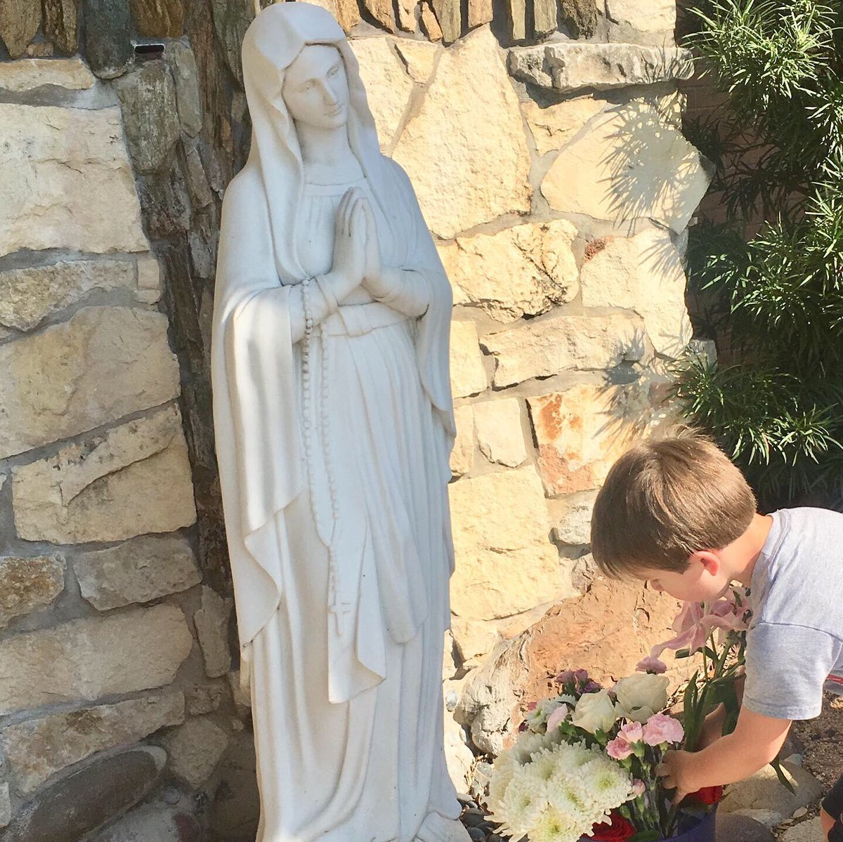 """Our PreK students Celebrating our Mother Mary's Birthday!  """"Our Mother Mary is full of beauty because she is full of grace""""  - Pope Francis  #mothermaryprayforus #marymotherofgod #regnumchristi #semperaltius #thehighlandsschooltx<br>http://pic.twitter.com/2SLKh0LOnj"""