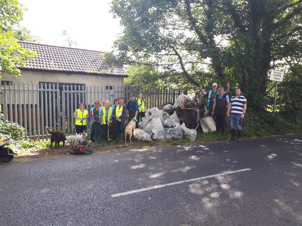 Mammoth effort cleaning the Dodder, over 30 bags of rubbish, 15 volunteers, 4 dogs & a very brave cat. We found big items not for bagging such as car parts, door frame, knives, hand saw, scooter & obligatory shopping trolley @DodderAction @sdublincoco @NewsgroupIRL @tallaghtecho https://t.co/2BT3W0d6xT