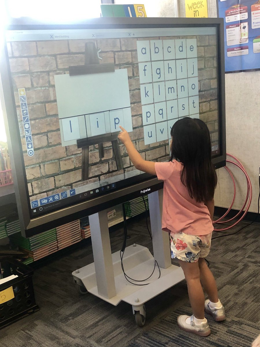 Spelling words are more fun on the #prowise board! 📝 @RedlandsUSD @ProwiseUSA @mentoneRUSD