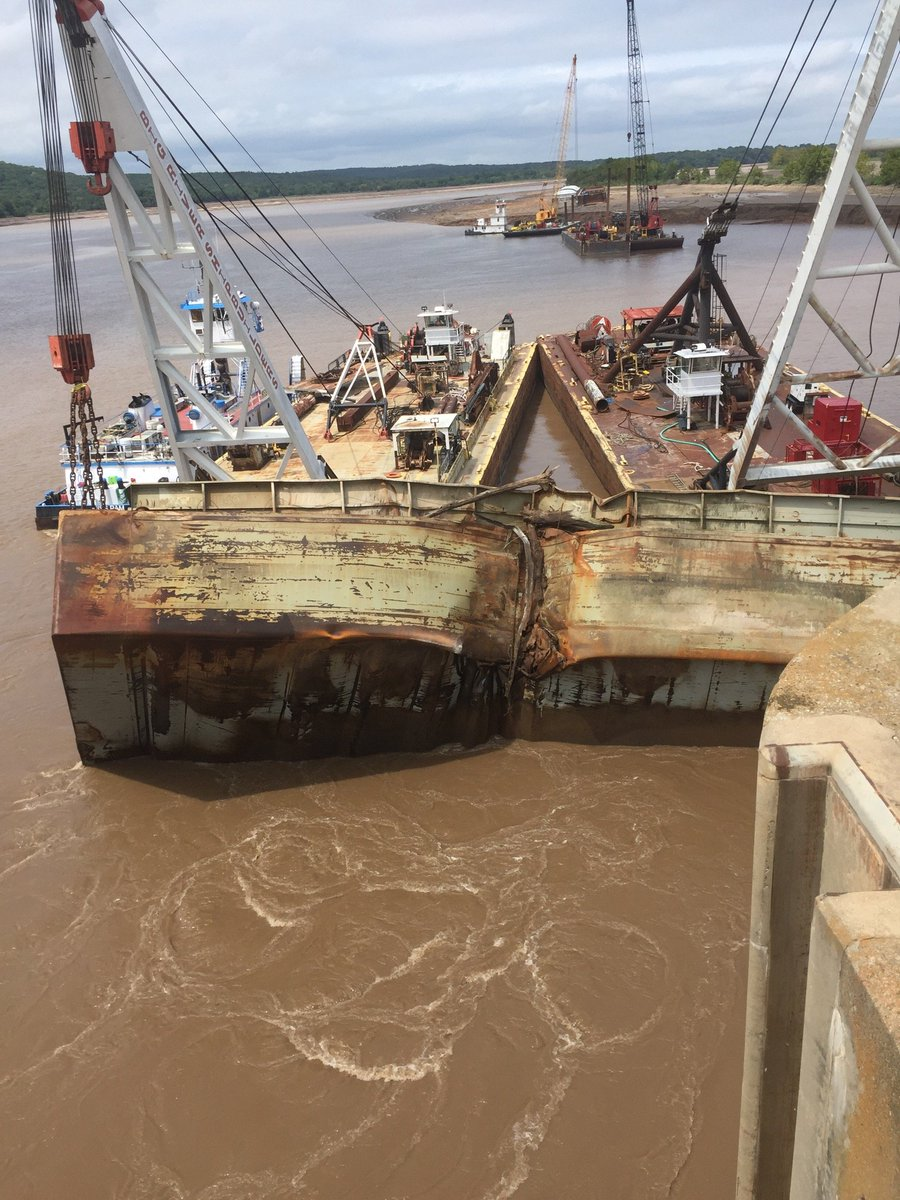Check out these photos from Webbers Falls where the salvage crew was able to recover one of the barges this afternoon.   #barges #recovery #salvage #navigation #ArkansasRiver #WebbersFalls #lockanddam #TulsaDistrict #USACE<br>http://pic.twitter.com/f8ntoBG5pR