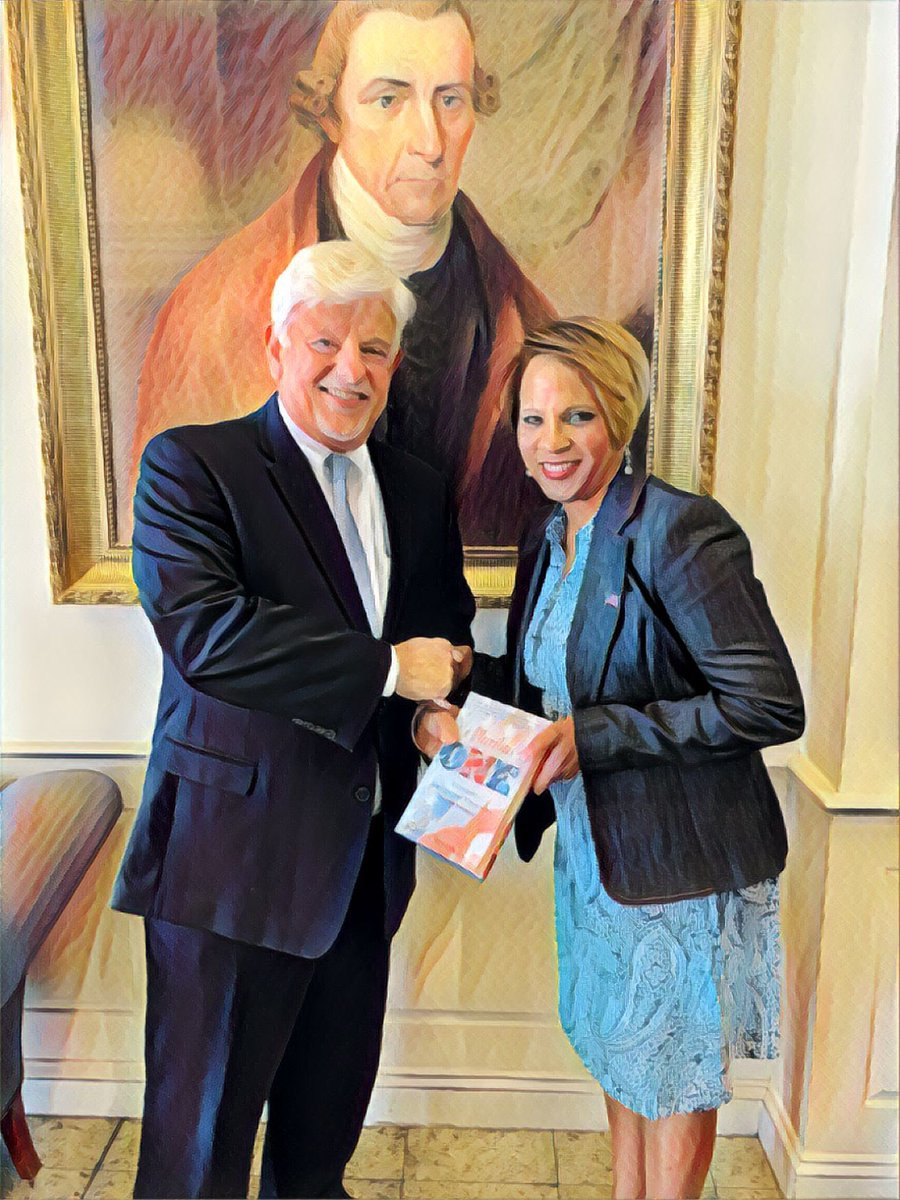 @IAmSophiaNelson was @patrickhenrycol today presenting a copy of her best-selling book #epluribusOne to President Jack Haye. They are standing in front of a portrait of the college's namesake Patrick Henry. To book Sophia for your college or university contact @KepplerOnCampus<br>http://pic.twitter.com/IDwQli0vgF