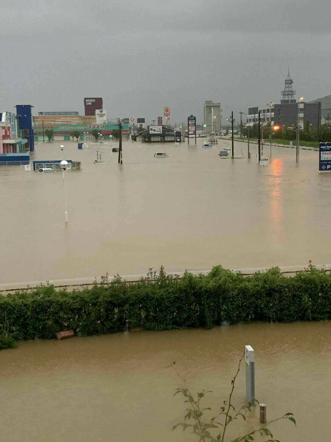 武雄市のTSUTAYAやゆめタウンが浸水している現場の画像