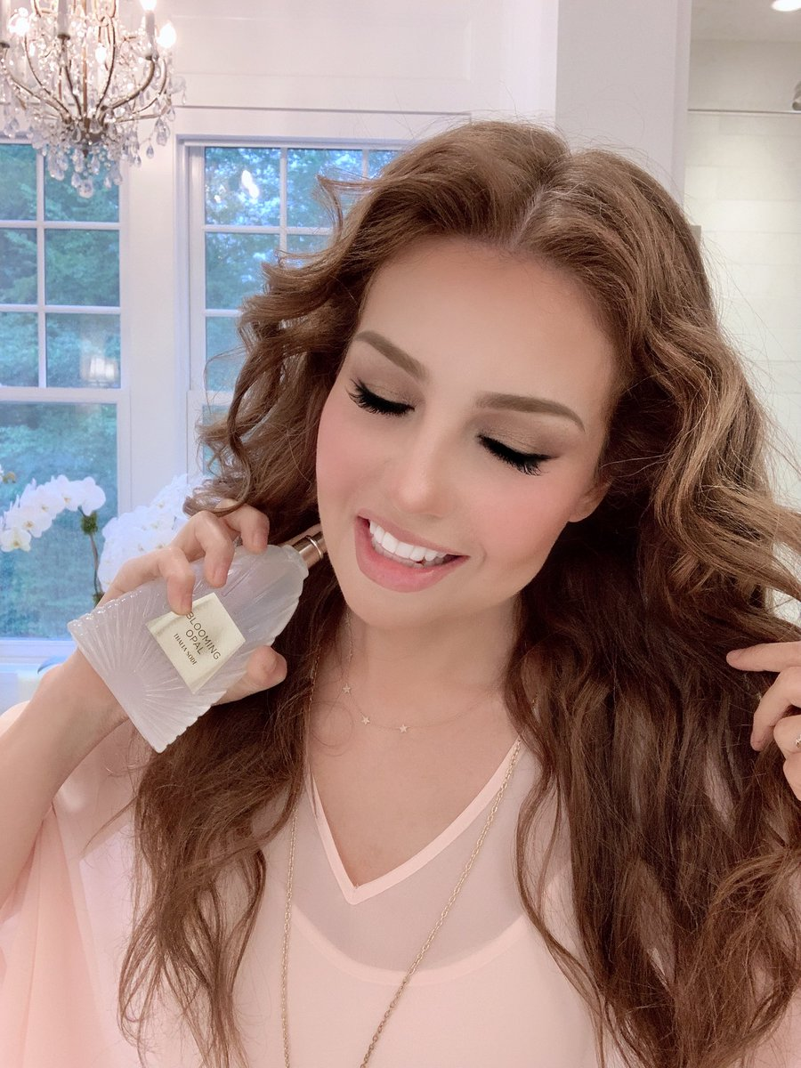 #GoodNewsTues: #BloomingOpal is just one of 5 scents available at @amazon. It's a beautiful mix of Coconut, Honeysuckle, Gardenia and other amazing ingredients, and I love how it makes me feel when I wear it!💗➡️  @AmazonFashion #amazon #thaliasodifragrance