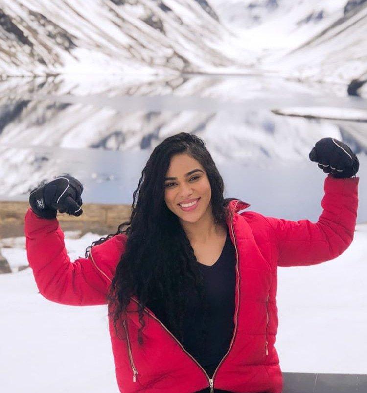 Nossa menina guerreira merecedora de tudo que vem conquistando!@ElanaValenaria #chile #teamelana #divasniely  #piauiense #piaui #celebridades #nordestina #nordeste #teresina #bbb19 #elana #bigbrotherbrasil #redebbb19  #chile#viageminternacional #passeiopic.twitter.com/N94iENszQP