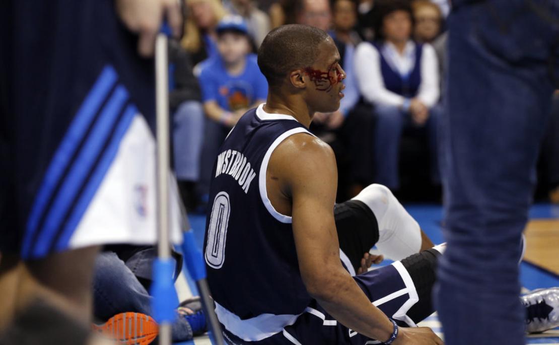 【影片】盤點NBA中的「流血」瞬間!威少被Scola無意肘擊,Battier血流滿面!