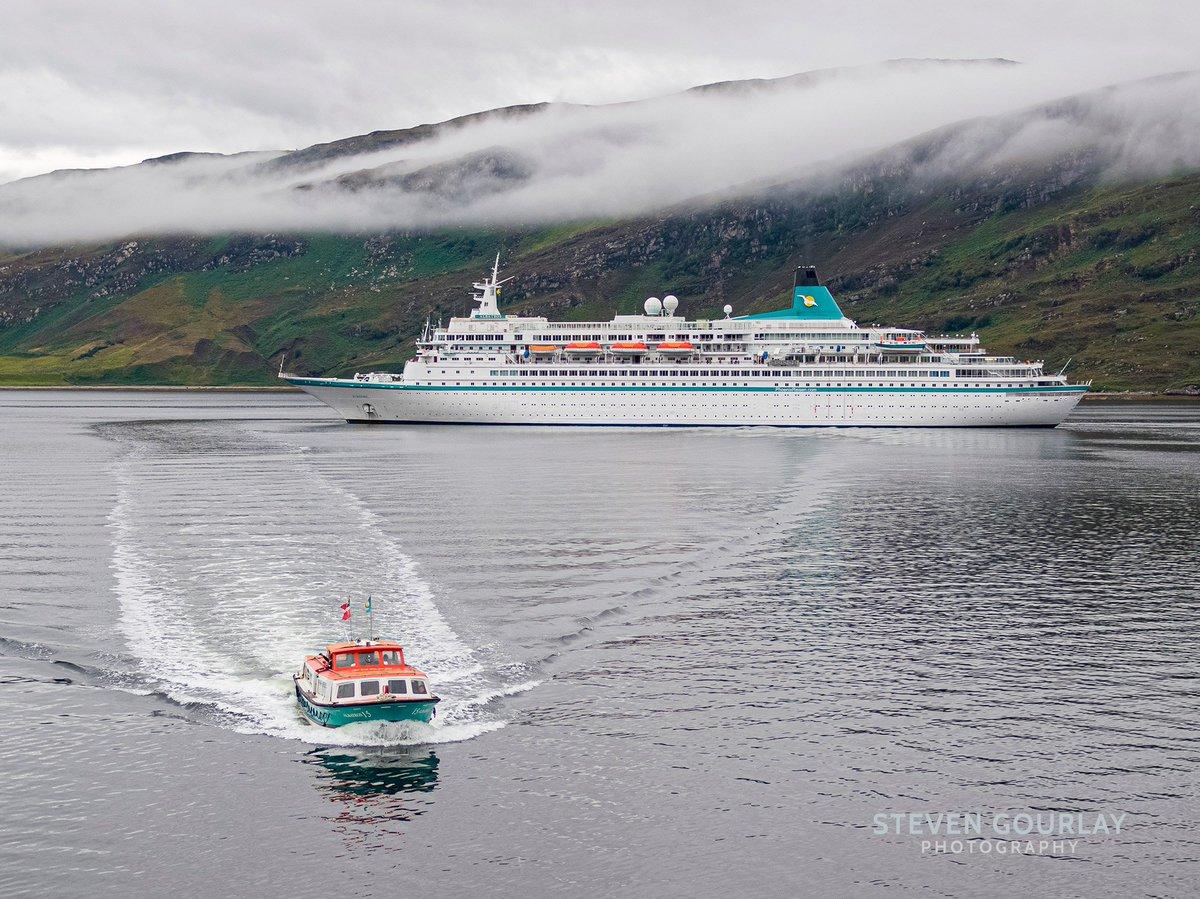 Phoenix Reisen Cruise Ship MS Albatros arriving into Ullapol in a rather moody Loch Broom.  #cruiseship #cruiseships #cruisescotland #albatros #phoenixreisen #cruise #scotland #highlands #ullapool #visitscotland #marine   @PhoenixReisen @UllapoolHarbourpic.twitter.com/PuC8RuHte7