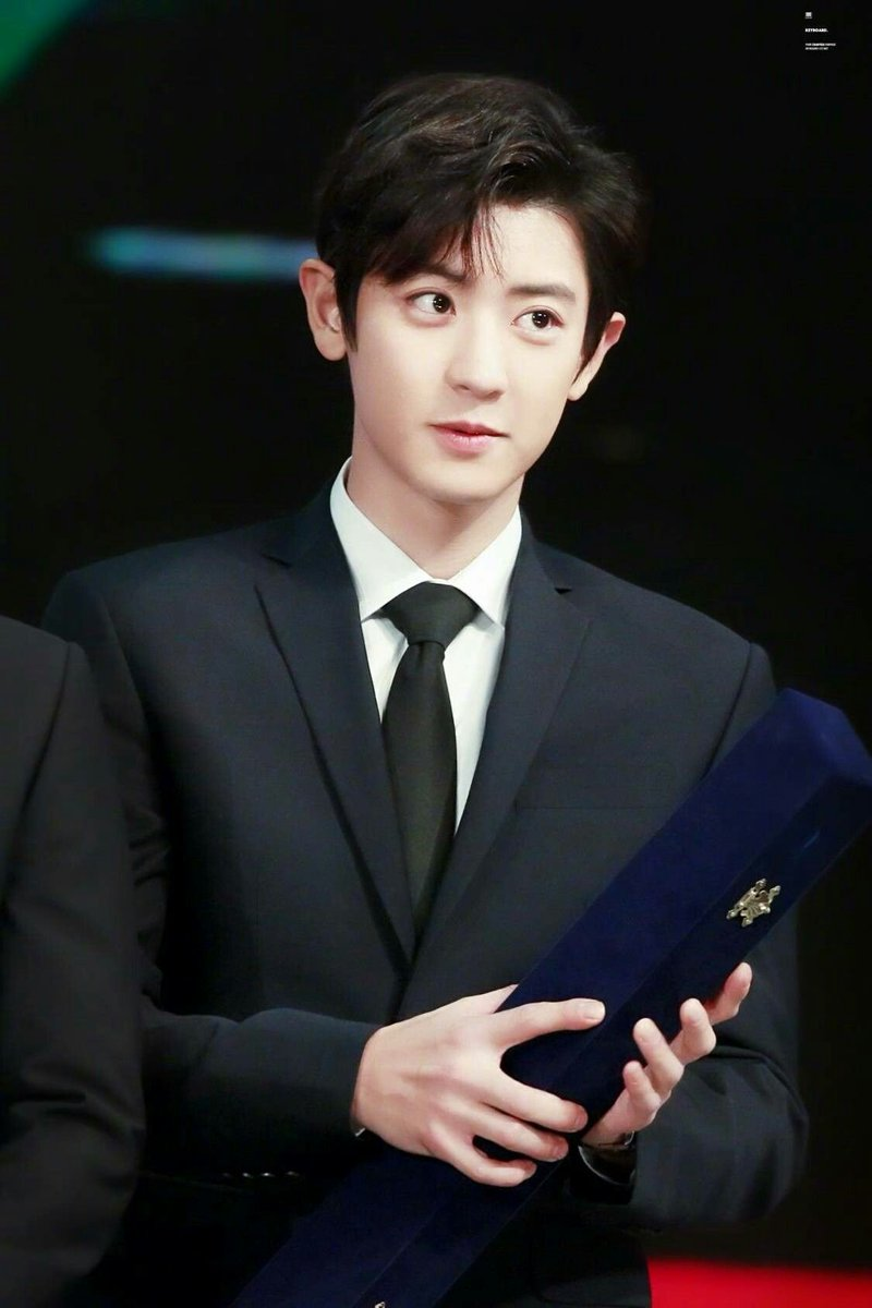 am i the only one who misses black haired chanyeol? :(