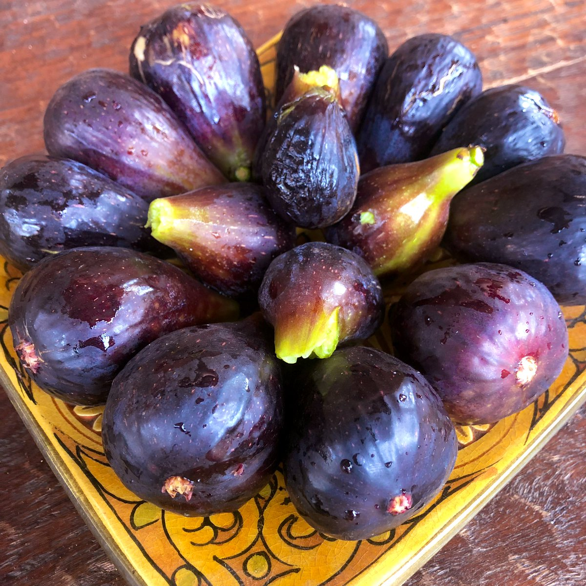 Figs from our tree 🌳 Just add wine wine and cheese 🍷🧀 😋💗#WineWednesday
