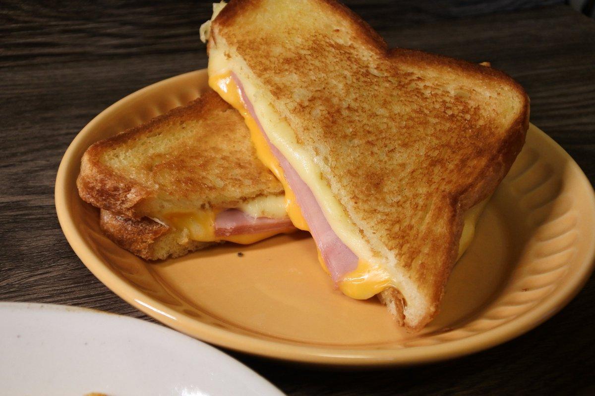 めちゃくちゃ美味しいホットサンドの作り方!!朝食にぴったり!