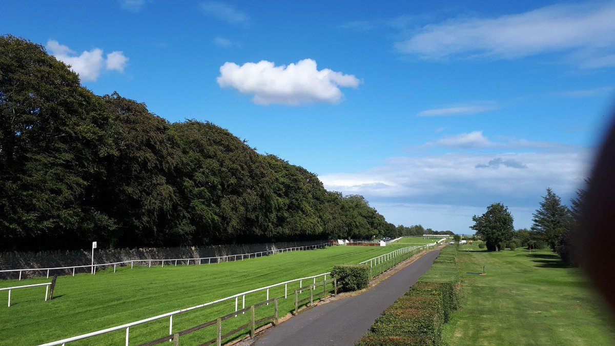 test Twitter Media - @BellewstownRace looks stunning this evening it's 2 day fixture #ComeRacing https://t.co/DZqwxKvHxy