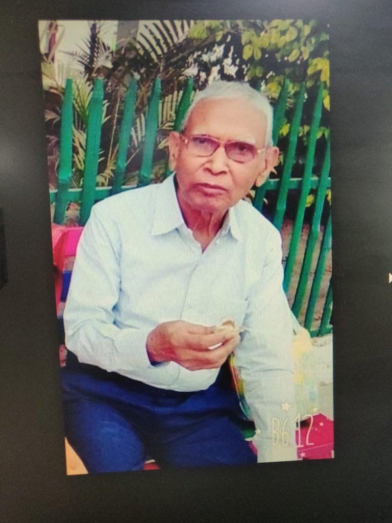 ये तस्वीर बीएचयू में  डिप्टी रजिस्ट्रार रश्मि रंजन के 75 साल के पिता की है जो अल्ज़ाइमर से पीड़ित हैं। कल शाम BHU में ही घर से निकल गए और तब से कोई जानकारी नहीं। अगर आपको जानकारी मिले तो इन नंबर पर संपर्क कीजिए- +919711905858 और 7408414496